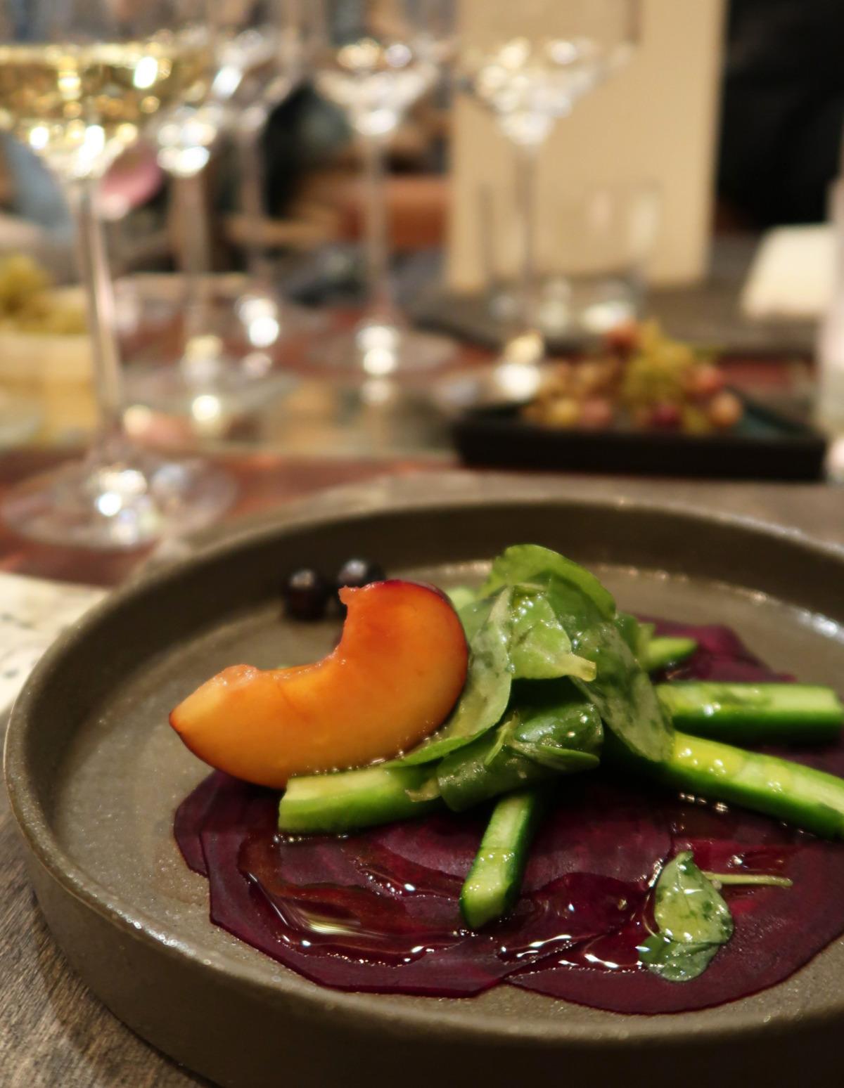 Çiğ Pancar Dilimleri ve Kaktüs Salatası