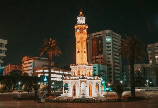 İzmir: Boyozu, Tarihi Sokakları ve Samimiyetiyle #ÇOKÇEKİCİ