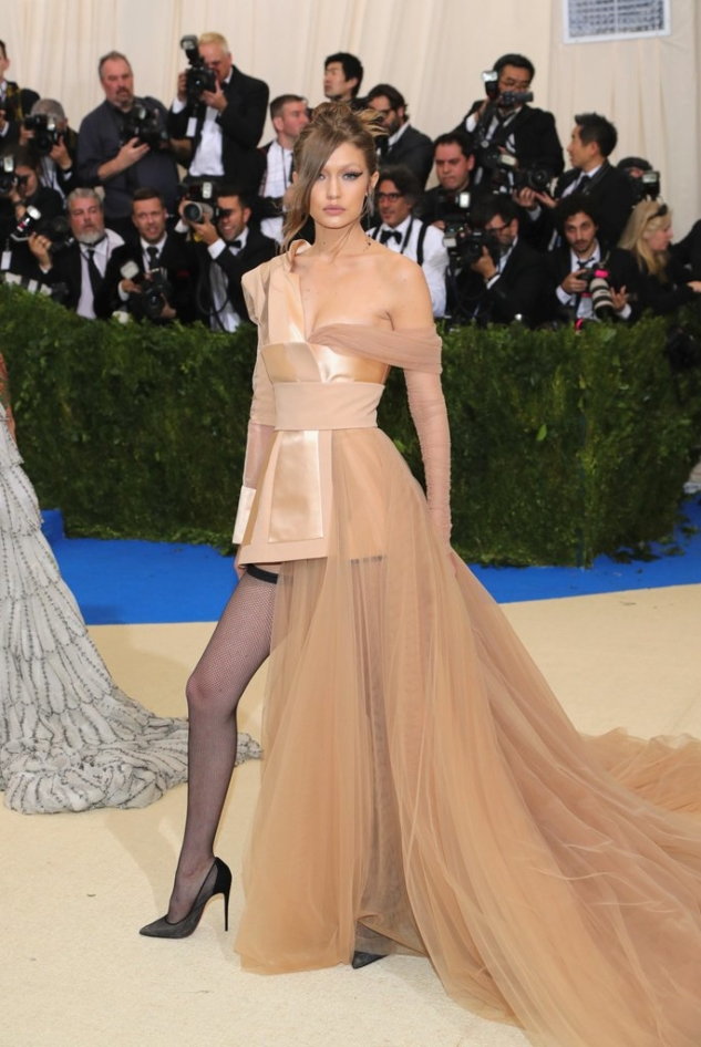 Gigi-Hadid-Tommy-Hilfiger-Dress-Met-Gala-2017