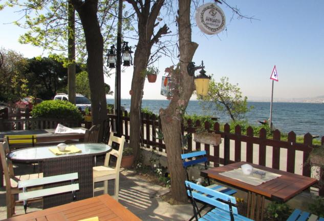 Adriano Antique Cafe: Biraz Nostalji, Biraz Huzur