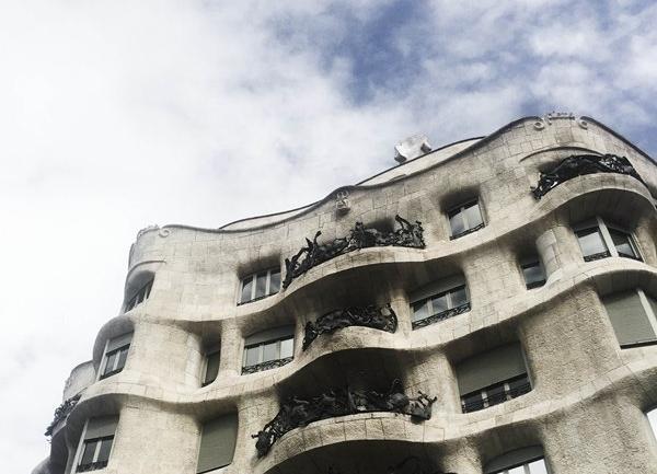 Casa Mila: Gaudi'nin Barselona'ya Hediyesi