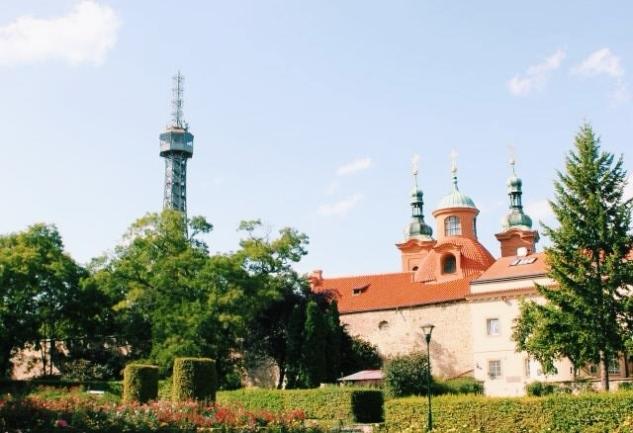 Prag'a Tepeden Bakın: Petrin Hill