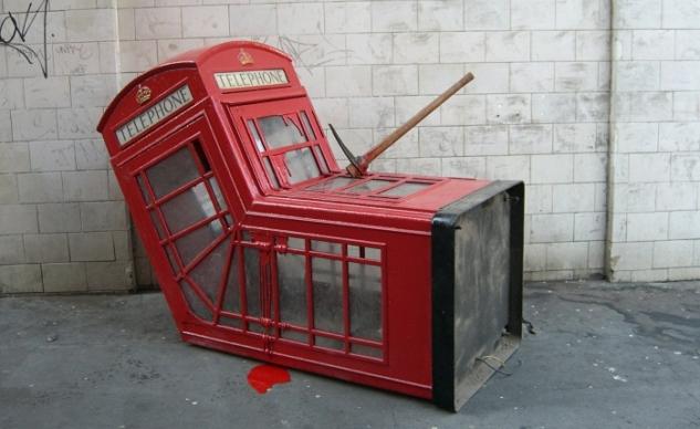 harabe-edilmis-telefon-kulubesi