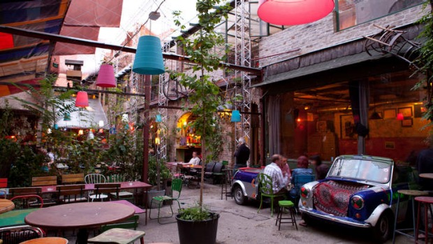 Budapeşte'nin En Gözde Ruin Barı: Szimpla Kert