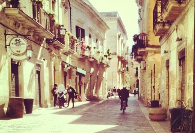 Serseri Mayınlar'daki Sıcacık ve Sapsarı Sokaklarıyla; Lecce