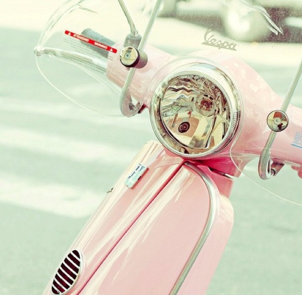 Vespa by @karenangeluccim