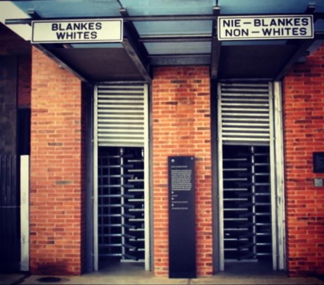 Apartheid Müzesi – Giriş
