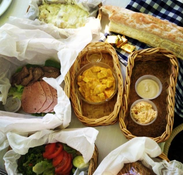 Broshendal'da Piknik Sepeti