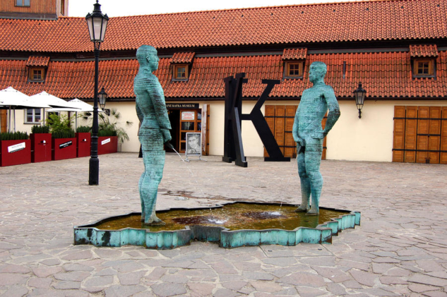 peeing-men-kafka-museum-prague-czech-republic-wayne-higgs