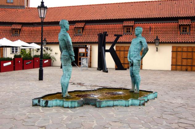 peeing-men-kafka-museum-prague-czech-republic-wayne-higgs