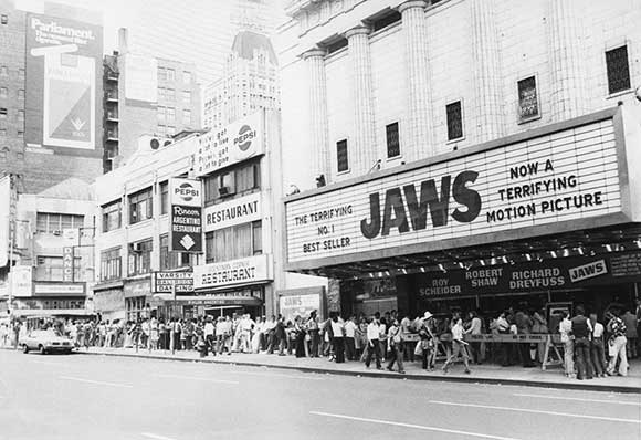 blockbuster – jaws queue 1970s