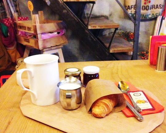 Karaköy Postası Vol.2: Naif, Bando, Wom, Mums, Alles Coffee & Shop