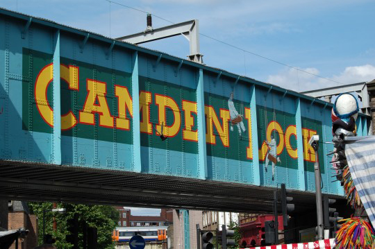 Camden Town'da Amy Winehouse'ı arayın!
