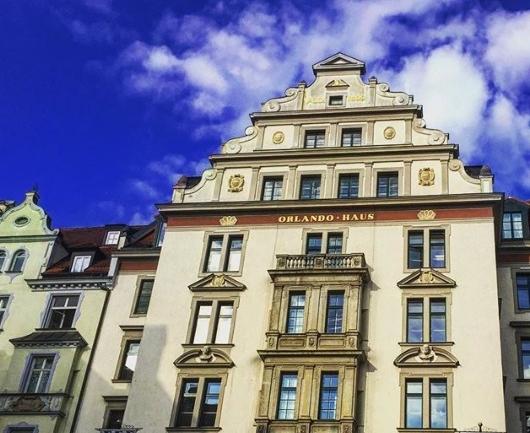 Bir Kafe Camından Münih
