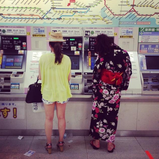 Tokyo Metrosunda olağan bir akşam