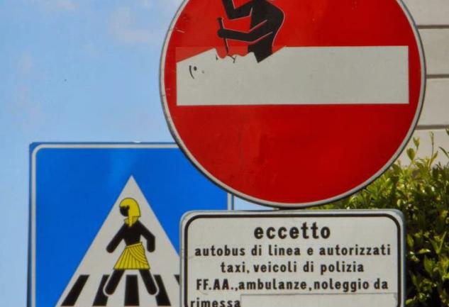 Trafik Tabelalarında Sokak Sanatı: Clet Abraham
