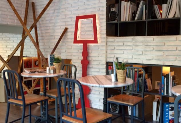 Kadıköy'de Bir Kitap Cenneti: Tasarım Bookshop & Cafe
