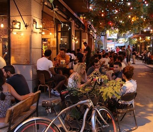 Karaköy Mekanları: Bu Sokakta Her Şey Var!