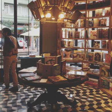 Minoa: Akaretler'de Bir Kitap ve Kahve Durağı
