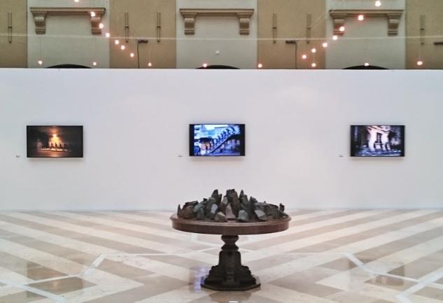İstanbul'un En Yeni Galerisinde Kalabalık ve Yalnız Bir Sergi