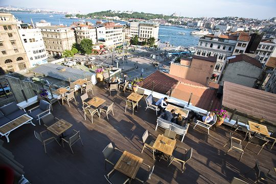 Karaköy'ün Hem Yenisi Hem Yerlisi: Kasa Roof Lounge