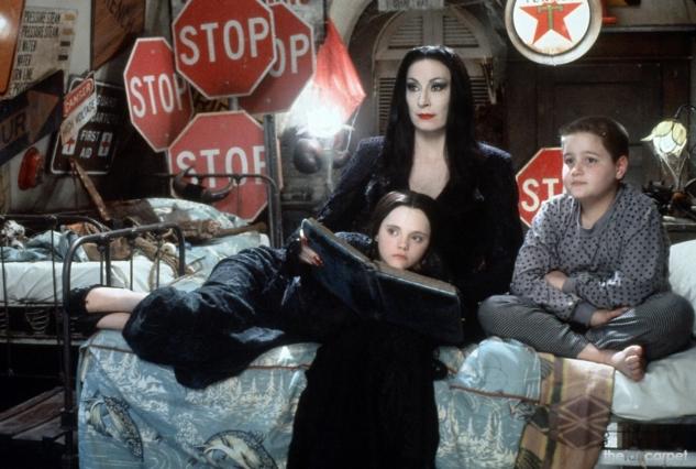 The-Addams-Family-anjelica-huston-33154081-1249-841