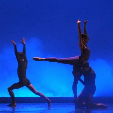 Büyülü ve Tutkulu Bir Dans Hikayesi: Akdeniz Esintisi