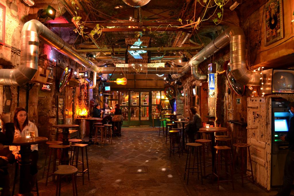 Budapeşte'de Bir Ruin Bar: Szimpla Kert