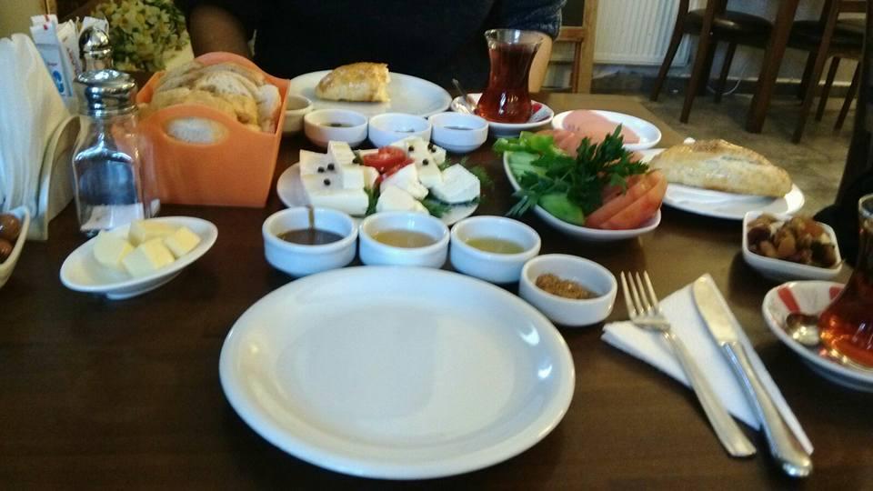 Ankara'da Şirin ve Lezzetli Bir Kahvaltı: Dem Cafe