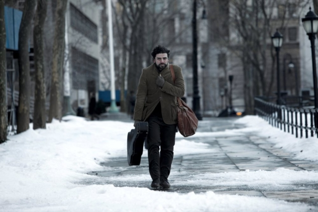 inside-llewyn-davis-2013-004-llewyn-trudging-through snowy-greenwich-village