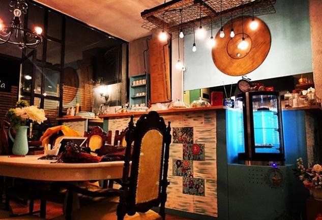 Tik-Tak Cafe: Yeldeğirmeni'nde Zamana Kısa Bir Mola