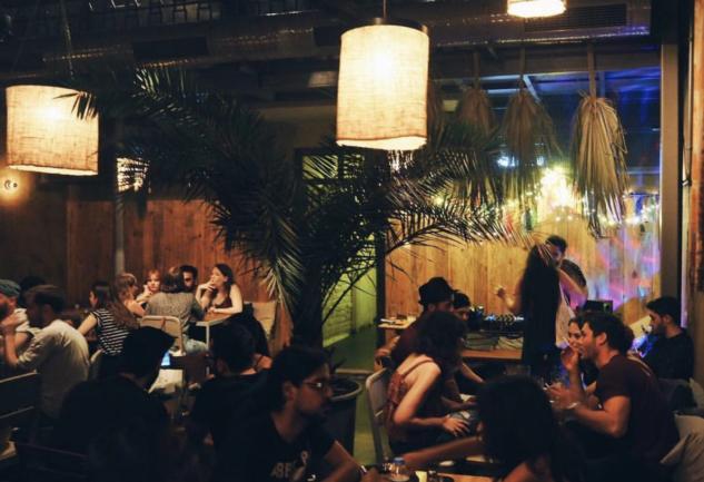 Bina: Barlar Sokağında Ev Rahatlığı