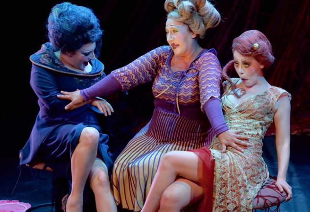 Kozalar: Tiyatro Pangar'dan Grotesk Bir Yorum