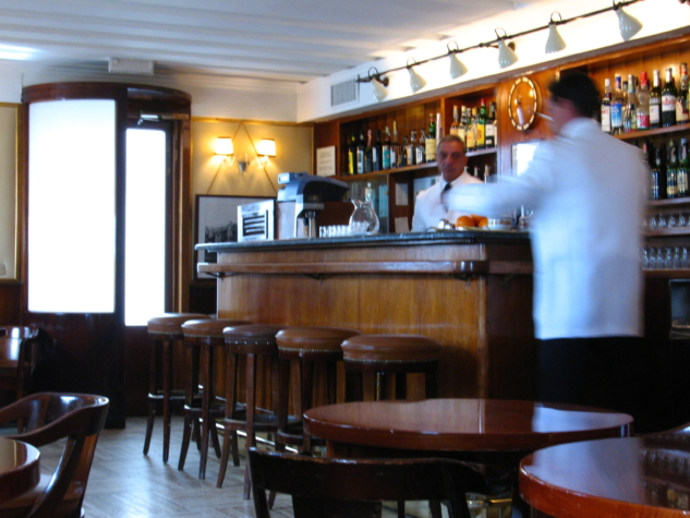 Harry's_Bar_(inside)_-_Venice