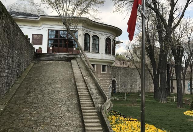 İstanbul'un İki Yakasından İki Kütüphane