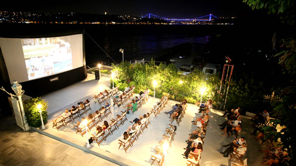 Boğaz'da Açık Hava Sinema Keyfi: