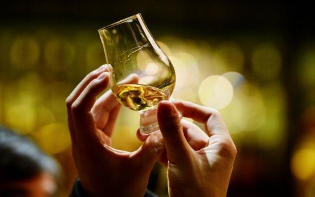 george-osborne-freezes-duty-on-scotch-whisky-in-the-budget-479538905-59521fc4dc39a