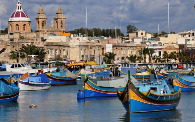 island-of-malta-boats-houses-sea-2K-wallpaper