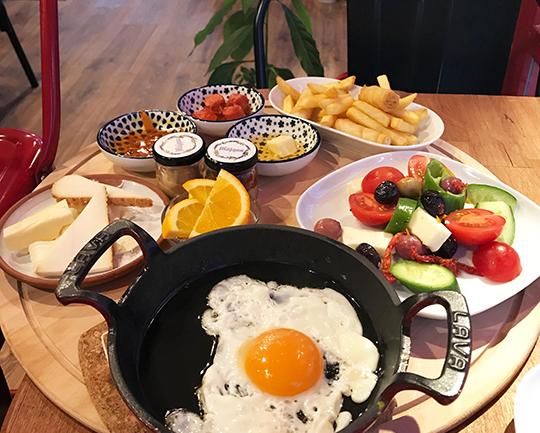 Anadolu Yakası'ndan Dört Kahvaltı Sofrası