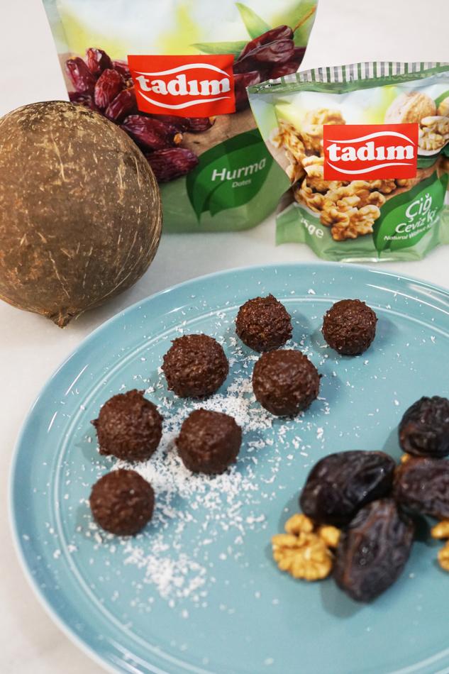 İlk tarifimiz: Çikolatalı Hurma Topları