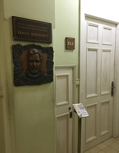 Ünlü yazar Ernest Hemingwayin Çanlar Kimin İçin Çalıyor adlı eserini yazdığı otel odası