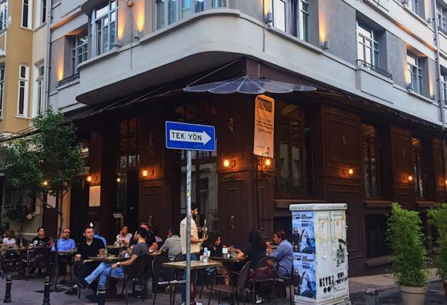 Cihangir'in Kendine Has Köşesi: Charter Pub