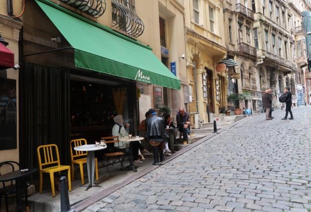 Mavra: Kulenin Dibinde Keyifli Bir Design-Workshop Cafe