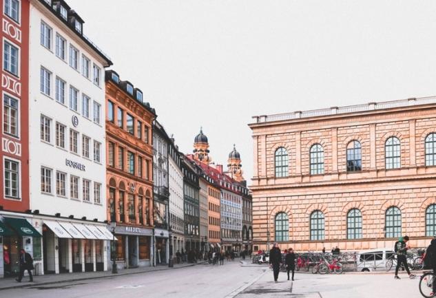 Münih'te Yaşamak: Gonca Arı ile Keşif Dolu Bir Sohbet