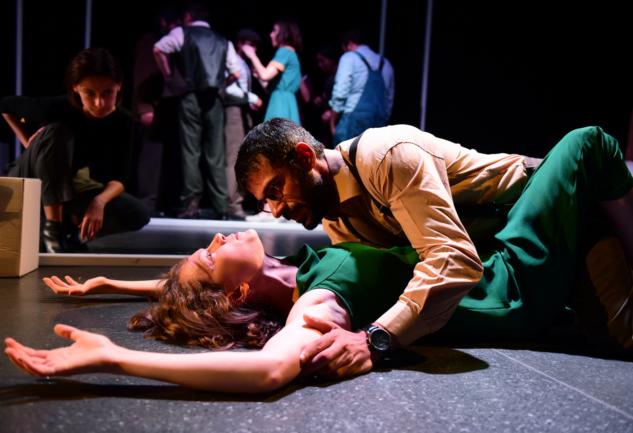 Dogville: Versus Tiyatro'nun Sezona İmzası