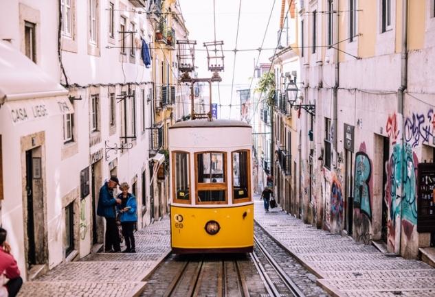 Lizbon'da Yaşamak: Özge Kıner ile Dopdolu Bir Röportaj