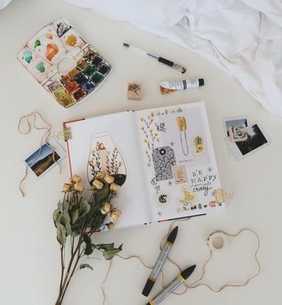 Scrapbooking: Nostaljik ve Rengarenk Bir Hobi