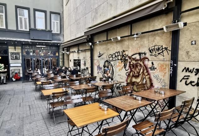Yeni Çarşı Caddesi: İçinden Kültür ve Sanatın Taştığı Cadde