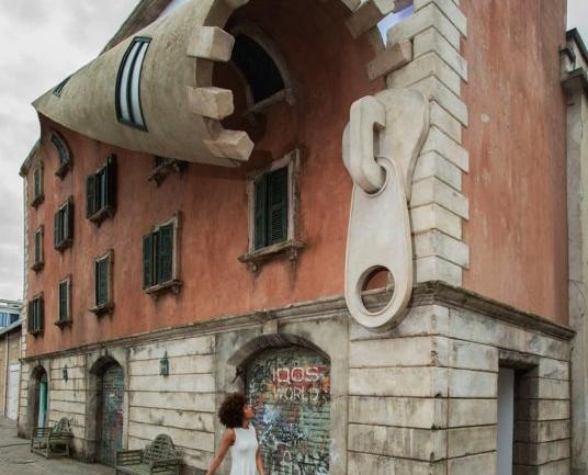 Milano Tasarım Haftası'nın Ardından: Fermuarı Açılmış Bir Bina