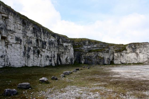 game of thrones mekanları – larrybane quarry – thesarahstory.com